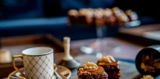 Rezept Weihnachtskuchen mit Schokolade - Lebkuchen-Brownie mit Schokolade - Traditionelles Kuchenrezept - Backanleitung - einfacher schneller Brownie-Kuchen