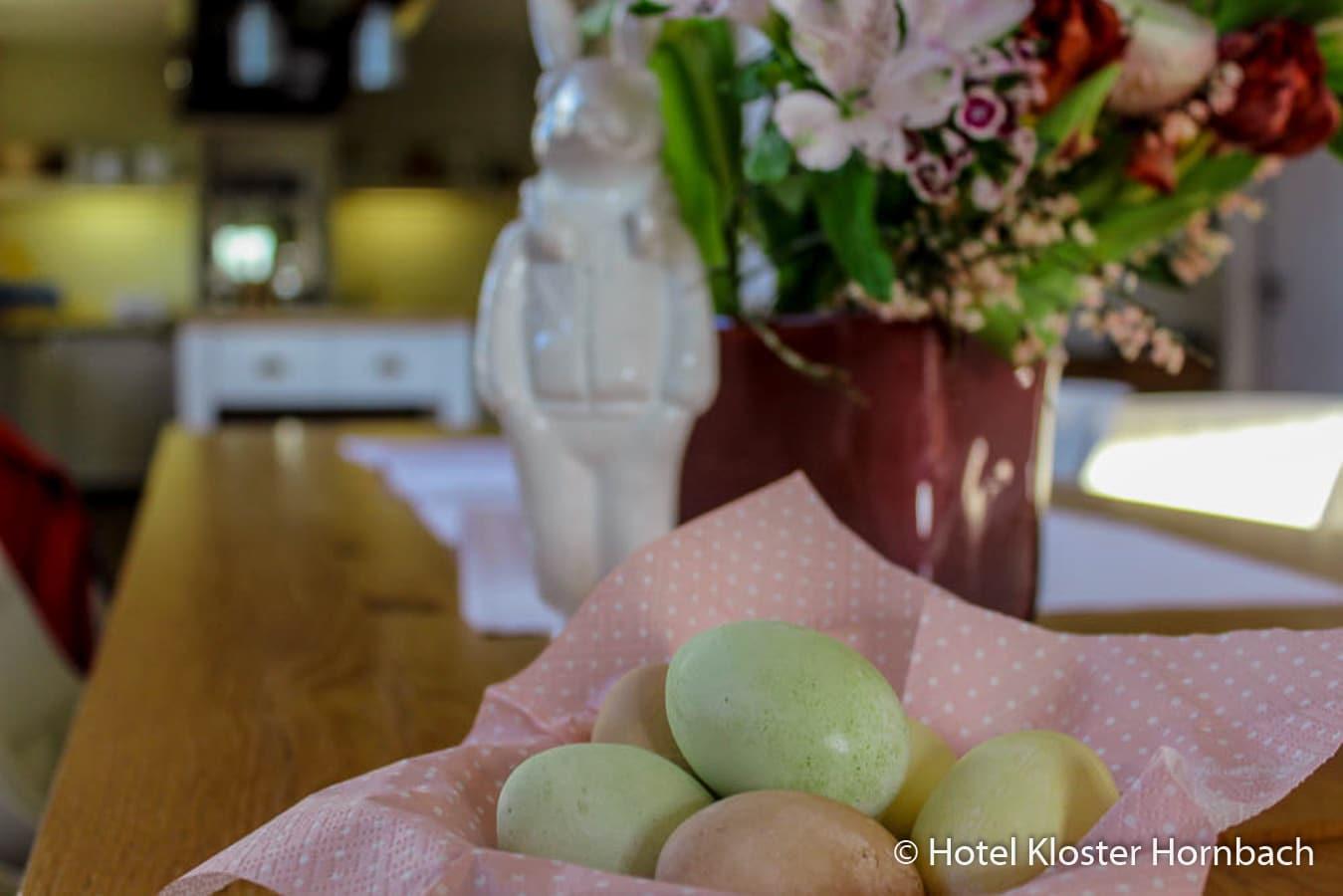Fertige Ostereier, Hotel Kloster Hornbach, Osterdekoration, Ostereier mit Naturfarbe färben