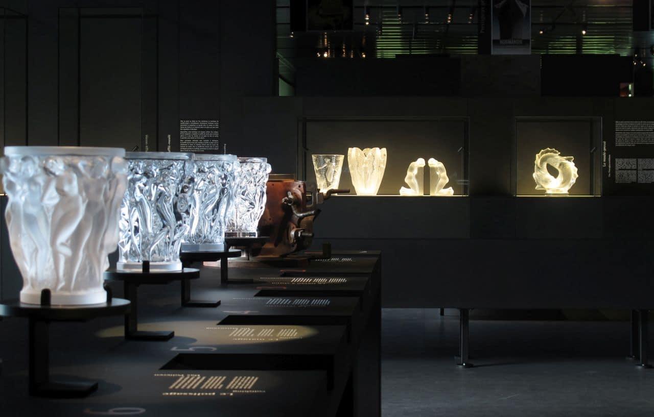 """Musée Lalique - die einzelnen Herstellungsschritte der Vase """"Bacchantes""""(c) musée Lalique"""