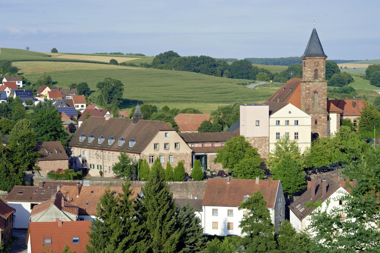Arbeitsplatz Hotel. Unser historisches Hotel Kloster Hornbach liegt mitten in der Klosterstadt Hornbach