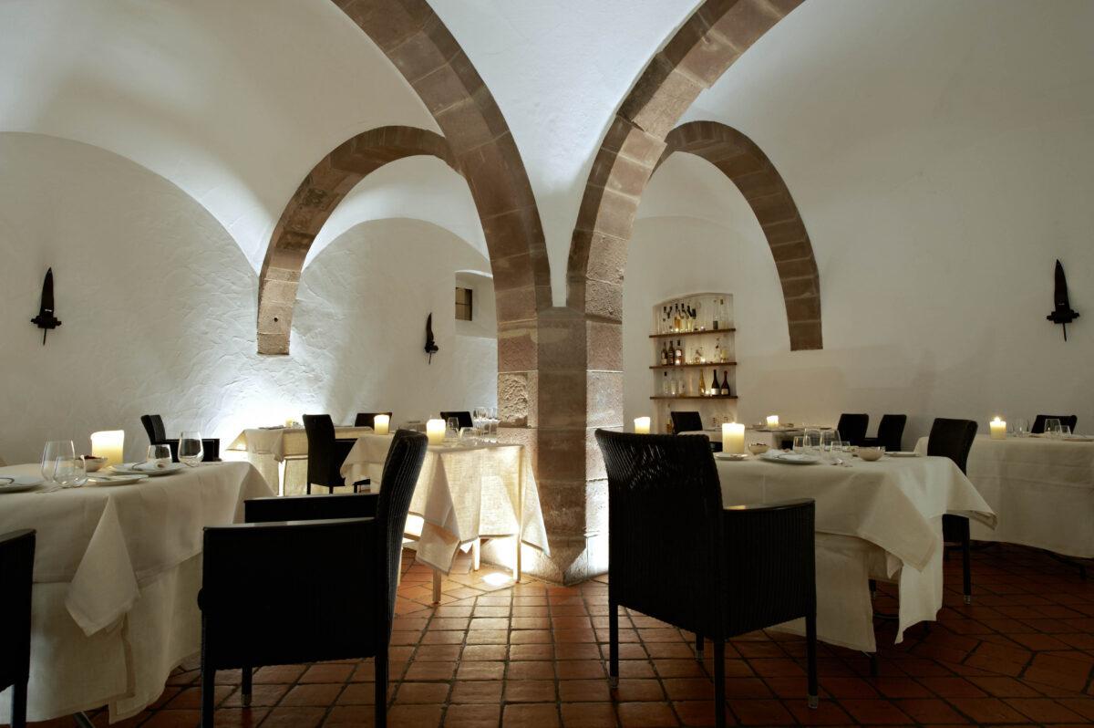 Hotel Kloster Hornbach_Romantisches Dinner bei Kerzenschein_Gourmetrestaurant Refugium_Dinieren im historischen Gewölbekeller